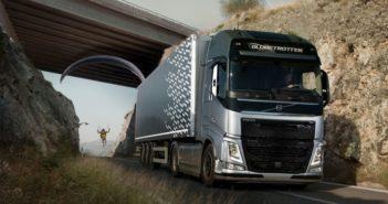 Egy siklóernyős és a Volvo találkozása