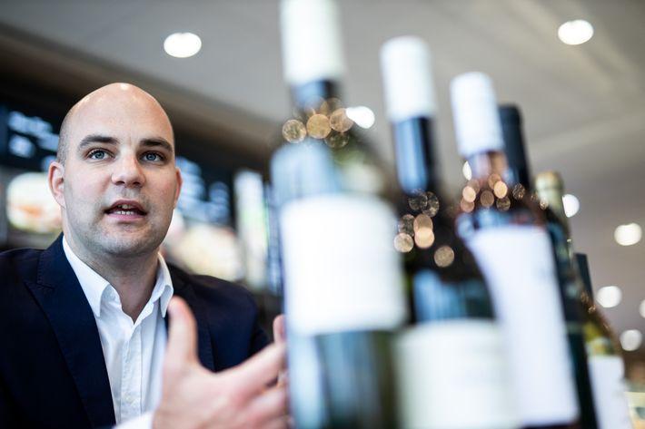 Az OMV borkínálatát mostantól Szik Mátyás borszakértő válogatja