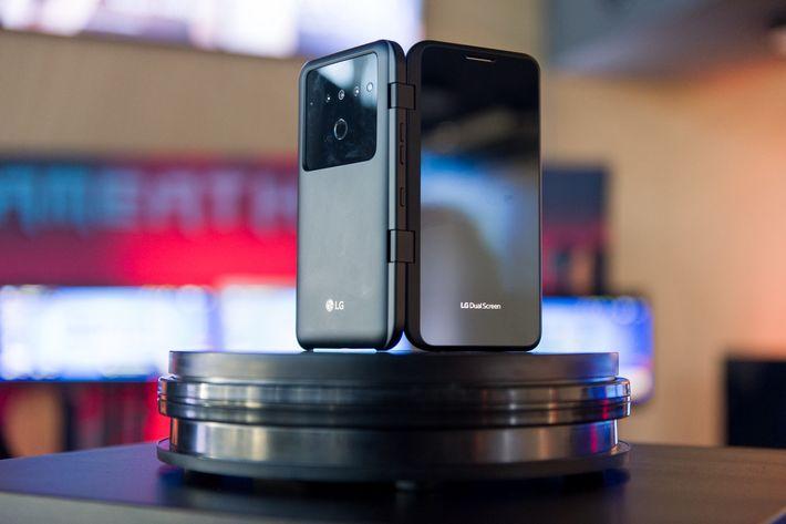 LG V50ThinQ okostelefonját