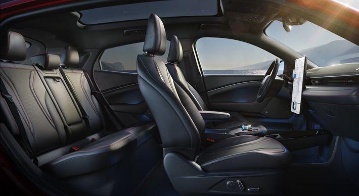 Ford Mustang Mach-E: utastér