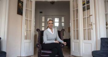 dr. Almási Kitti
