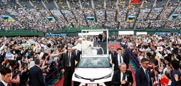 Toyota Miraiból épült a pápamobil japánban