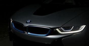 BMW lézer fényszóró illusztrációja