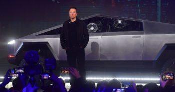 Szégyenletes bemutató, rengeteg megrendelés - Tesla Cybertruck