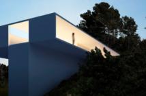 Hófehér házzal egészíti ki Fran Silvestre a meredek spanyol lejtőt